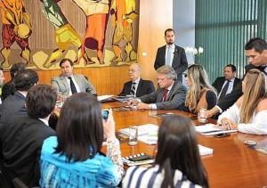 Deputados e representantes da sociedade civil pedem ao presidente da Câmara agilidade na votação do projeto contra corrupção - Agência Câmara